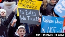 Nashi members and other Kremlin supporters rallied in Moscow late last year amid opposition marches.