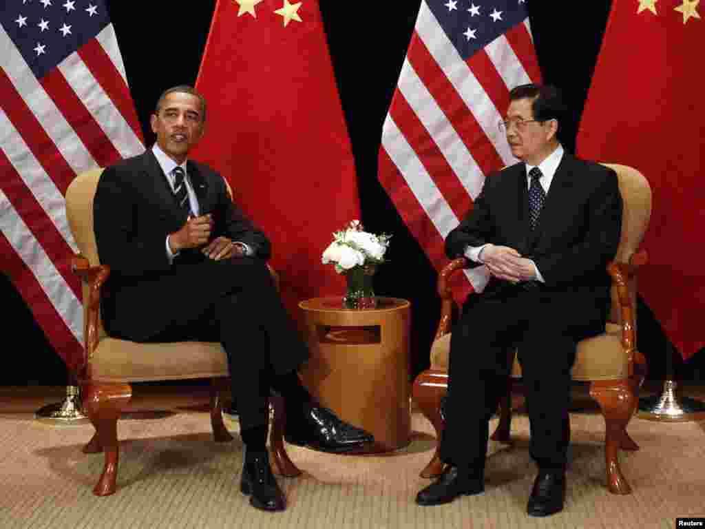 باراک اوباما رییس جمهوری آمریکا (چپ) و هو جین تائو رئیس جمهوری چین - کره جنوبی