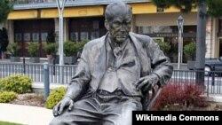 Monumentul lui Vladimir Nabokov la Montreux în Elveția
