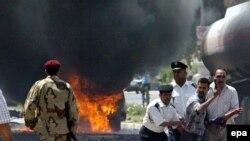 در دو انفجار انتحاری که در ایستگاه پلیس بغداد رخ داد ۱۲ نفر کشته شدند.