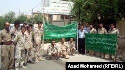 عسكريون كرد امام مكتب برلمان الاقليم في السليمانية