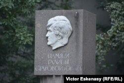 Monumentul în amintirea Galinei Starovoitova