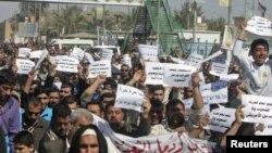 Ирактың радикалды шийттер жетекшісі Моқтада әл-Садрдың жақтастары АҚШ-қа қарсы акция өткізді.4 наурыз, 2011