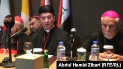 البطريرك ماار بشارة بطرس الراعي في الوسط