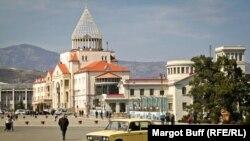 ԼՂ խորհրդարանի շենքը Ստեփանակերտում