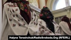 Експонати колекції слобожанської вишивки