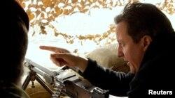Камерон британ аскерлеринин Хелманддагы базасында, 6-декабрь, 2010-жыл.