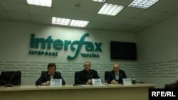 Правозахисники Аркадій Бущенко, Євген Захаров та Олександр Павліченко оголошують про початок діяльності коаліції «Проти катувань»