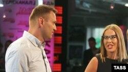 Ксенія Собчак і Олексій Навальний в студії під час дебатів Навального з Анатолієм Чубайсом. 2015 рік