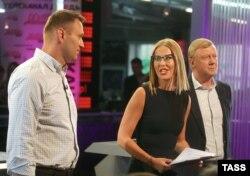 """Ксения Собчак ведет дебаты между Алексеем Навальным и Анатолием Чубайсом на телеканале """"Дождь"""""""
