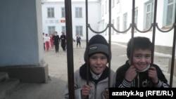 Ученики одной из средних школ в Кыргызстане. Иллюстративное фото.