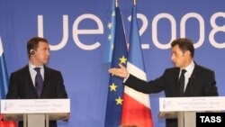 Nicolas Sarkozy (right) and Dmitry Medvedev at the EU-Russia summit in Nice