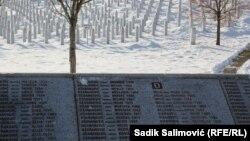 Imena ubijenih u genocidu u Srebrenici i njihovi nišani u Memorijalnom centru u Potočarima