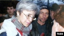 """Novaya gazeta"" journalist Anna Politkovskaya in a February 2001 photo in the village of Khatuni"