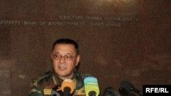 УКМК төрагасы Кеңешбек Дүйшөбаев маалымат жыйынында, 2010-жылдын 24-июну.