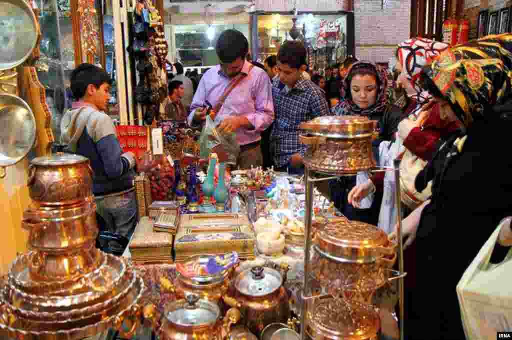 Исфахан. Праздничная торговля на Нооруз