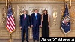 Қазақстан президенті Қасым-Жомарт Тоқаев (сол жақта) және АҚШ президенті Дональд Трамп пен оның әйелі Мелания Трамп. Нью-Йорк, 25 қыркүйек 2019 жыл.