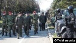 Delegacija oružanih snaga Ruske Federacije predvođena komandantom 106. vazdušno-desantne divizije pukovnikom Dmitrijem Valerjevičem Glušenkovim posetila u Pančevu Specijalnu brigadu Vojske Srbije. 12.3.2014.