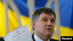 Арсен Аваков під час голосування на парламентських виборах 26 жовтня
