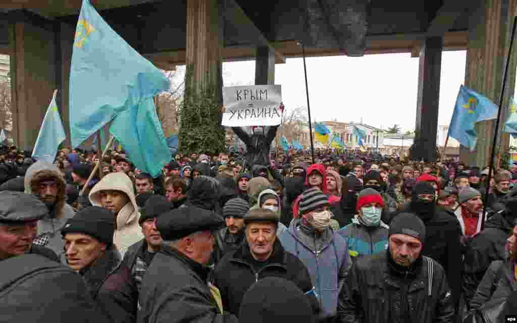 Вакыт үтү белән Кырым Югары Радасы янында кырымтатарлар саны тиз арта башлады.