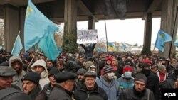 Кырымда Украина бөтенлеге һәм Русиягә кушылу яклылар каршылыгы
