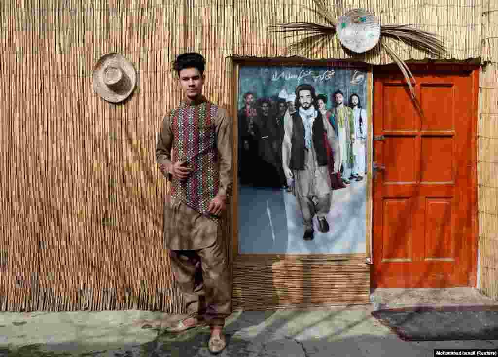 """18-летний Султан Касым Сайеди, его интересует индустрия моды. """"Мы боимся, что не сможем проводить наши показы, если вернутся талибы"""". Но Сайеди также считает, что пора покончить с конфликтом: """"Если американские войска уйдут, придет мир""""."""