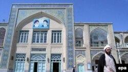 حوزه علميه قم ، هلال احمر ايران، وزارت خارجه ايران و چند دانشگاه در برگزاری اين کنفرانس با مسوولين صليب سرخ همکاری کردند