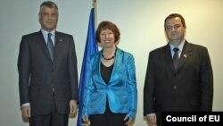 Kryeministri i Kosovës, Hashim Thaçi, përfaqësuesja e lartë e BE-së, Catherine Ashton, dhe kryeministri i Serbisë, Ivica Daçiq në Bruksel.