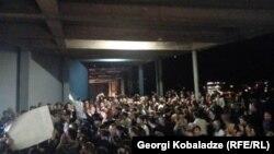 Демонстрация у резиденции Бидзины Иванишвили в Тбилиси, 6 октября 2015 года