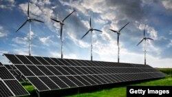 Илустрација - панели за соларна енергија и турбини на ветер.