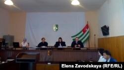 Этот судебный процесс начался в марте нынешнего года, а четыре месяца спустя 9 июля был остановлен, так как председательствующий на нем судья Верховного суда Сергей Эксузян подал в отставку