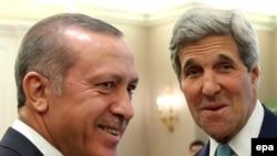 Sekretari amerikan i Shtetit, John Kerry, dhe presidenti i Turqisë, Recep Tayyip Erdogan. Ankara, 12 shtator 2014.