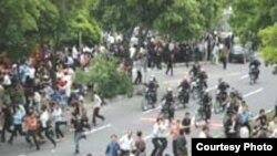 Ötən il mayın 22-də «İran» qəzetində dərc edilən karikaturaya qarşı çoxsaylı etirazlar olmuşdu