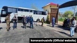 Людей, находившихся на карантине в лагере «Дустлик» в Самаркандской области, отправляют домой.
