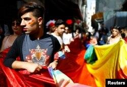 Učesnici Parade ponosa u Instanbulu koje je policija u nedjelju rastjerala gumenim mecima