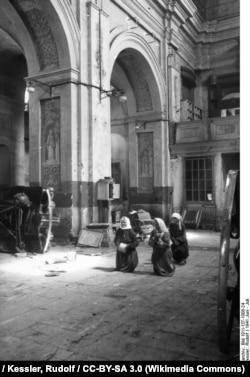 Июнь 1941 года, кафедральный Мариинский костел (сейчас Архикафедральный костел Имя Пресвятой Девы Марии)