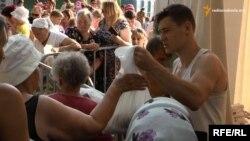Роздача продуктових наборів у Чернігові, липень 2015 року