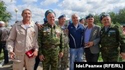Ветераны боевых действий на открытии памятника ВДВ в 2015 году