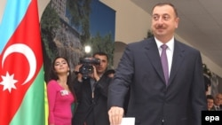 Azerbaijan -- President Ilham Aliyev casts his ballot in a polling station in Baku, 15Oct2008