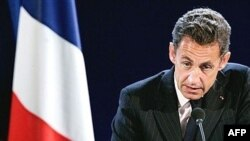 آقای سرکوزی می گوید که می خواهد سیاست متمدنانه ای را در مورد دولت فرانسه به اجرا بگذارد.