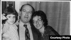 Gheorghe Ursu a fost cercetat de Securitate în anii '80, după ce a trimis scrisori către Europa Liberăşi pentru că nota într-un jurnal ororile conducerii comuniste