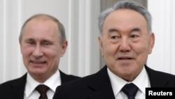 Ресей президенті Владимир Путин (сол жақта) және Қазақстан президенті Нұрсұлтан Назарбаев. Кремль, 9 қазан 2012 жыл.