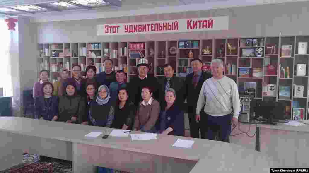 Бишкектеги тегерек үстөлгө катышкандар. 12.1.2016.
