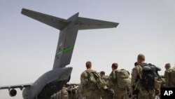 Afghanistan -- U.S. soldiers walk to get in to a U.S. military plane, as they leave Afghanistan, at the U.S. base in Bagram, north of Kabul, 14Jul2011