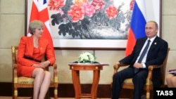 Orsýetiň prezidenti Wladimir Putin we Britaniýanyň premýer-ministri Tereza Maý, Hangzhou, 5-nji sentýabr, 2016