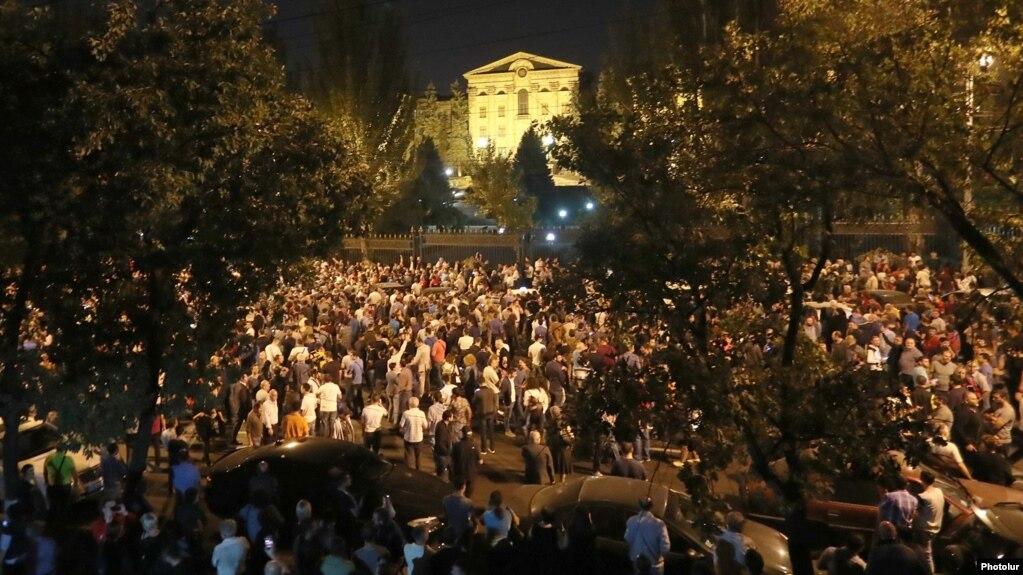 В связи с оскорблениями в адрес граждан на вчерашнем митинге есть подвергнутые приводу – полиция