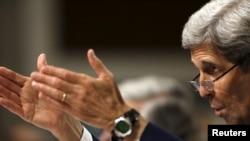 Государственный секретарь США Джон Керри выступает в комитете по международным отношениям. Вашингтон, 23 июля 2015 года.