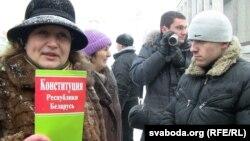 Тамара Сяргей на вулічнай акцыі, архіўнае фота