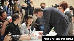 Александр Вучіч на виборчій дільниці, Белград, 24 квітня 2016 року