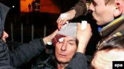 Экс-глава МВД Украины Юрий Луценко был госпитализирован после столкновений с милицией